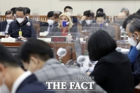 탄소중립이행법안 논의하는 환경노동위원회 [TF사진관]