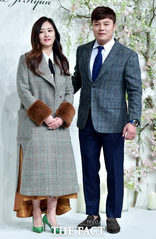 류현진-배지현의 결혼식이 2018년 1월 5일 장충동 신라호텔에서 열려 추신수, 하원미 부부가 포토타임을 갖고 있다.