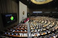 '가덕도신공항-제주4·3' 특별법 통과, '의료법'이 남았다 [TF사진관]