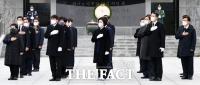박영선과 함께 현충탑 참배한 의원들 [포토]
