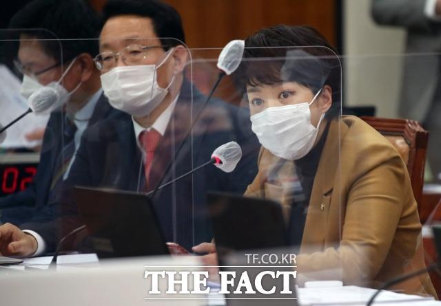 국민의힘은 이번 의혹에 대한 비판 공세를 문재인 정부로까지 확대할 전망이다. 지난달 3일 국회 국토위 전체회의에서 변창흠 국토교통부 장관에 질의하는 김 의원. /남윤호 기자