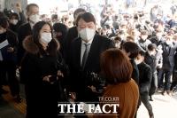 정계진출 부인 안한 윤석열 '부패완판' 여론전