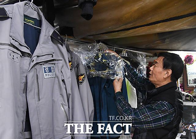 1990년에 백사마을에 들어와 세탁소를 운영하는 전병종 씨는 남다른 세탁 기술로, 중계를 비롯해 도봉·노원·중랑 일대 경찰서 세탁을 도맡고 있다.