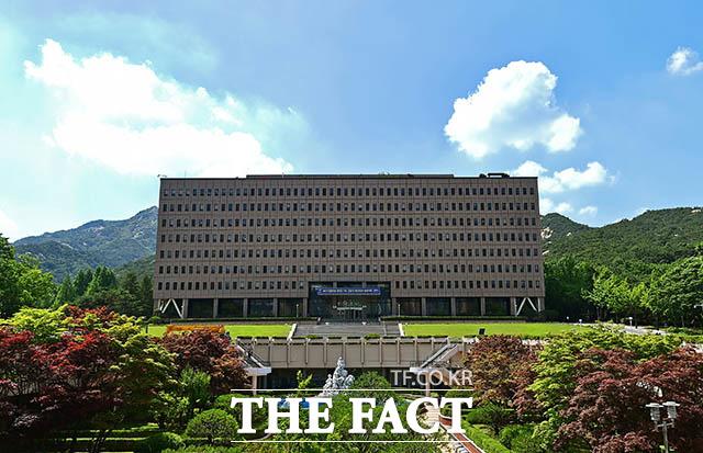 법무부는 김학의 전 법무부 차관 출국금지 사건 수사팀에 검사 파견 연장을 불허한 것과 관련,13일 수원지검 내부 인력으로도 수사가 가능하기 때문이라고 밝혔다. /이동률 기자