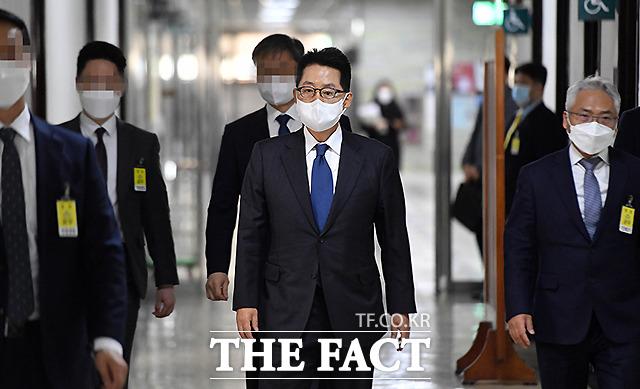 박지원 국가정보원장이 15일 오후 서울 여의도 국회에서 열린 정보위원회 전체회의에 출석하고 있다. /국회=이새롬 기자