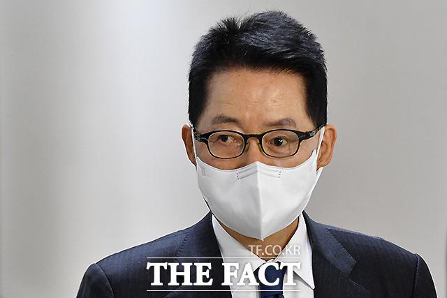 국회 정보위 전체회의 출석하는 박지원 국가정보원장.