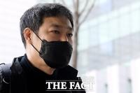 연예기자 출신 유튜버 김용호, '조국 명예훼손 혐의로 법원 출석' [TF사진관]