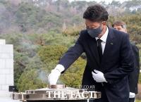 현충원 참배하는 여영국 정의당 대표 [TF사진관]