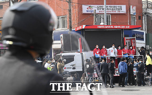 지지 호소하는 오세훈 후보.