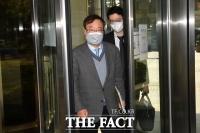 '한·미 정상 통화유출' 재판 출석하는 강효상 전 의원 [TF사진관]