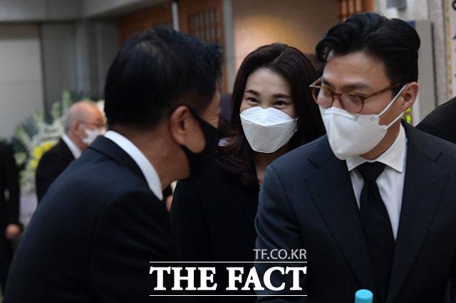 남편 김재열 삼성경제연구소 사장(오른쪽).