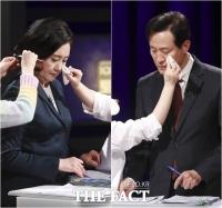 박영선-오세훈, TV 토론서 격돌… '놓지 않는 토론 자료' [TF사진관]
