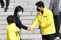 박창진 신임 부대표와 인사하는 심상정 [포토]