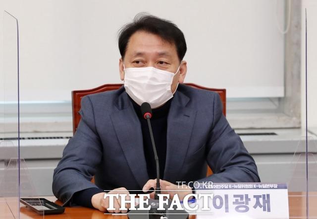 이광재 의원은 지난달 31일 부산에서 대구 경제가 전국에서 꼴찌다. 당을 보고 뽑았기 때문이라고 발언해 지역 감정 조장, 특정 지역 유권지 비하 논란에 휩싸였다. /남윤호 기자