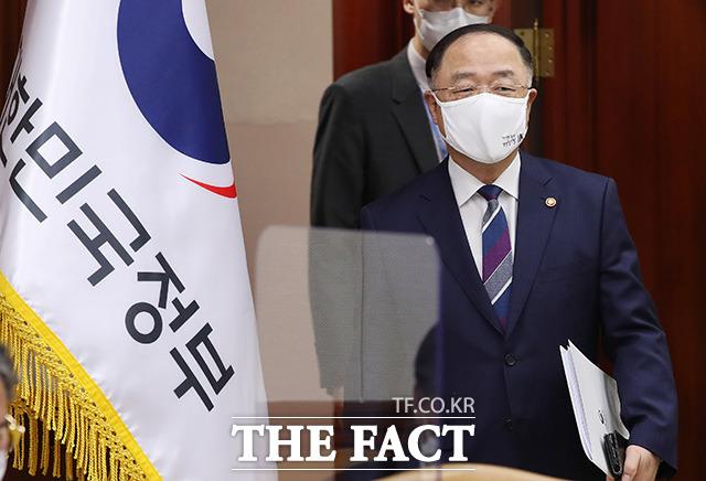회의 참석하는 홍남기 경제부총리겸 기획재정부 장관.