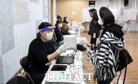 4.7 재보궐선거 사전투표하는 시민들 [포토]