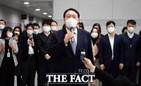 윤석열 사퇴 30일 만에 공개일정…부친과 사전투표