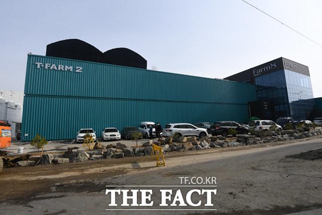 평택 팜에이트 본사 전경. 외관은 일반 공장과 다르지 않다.