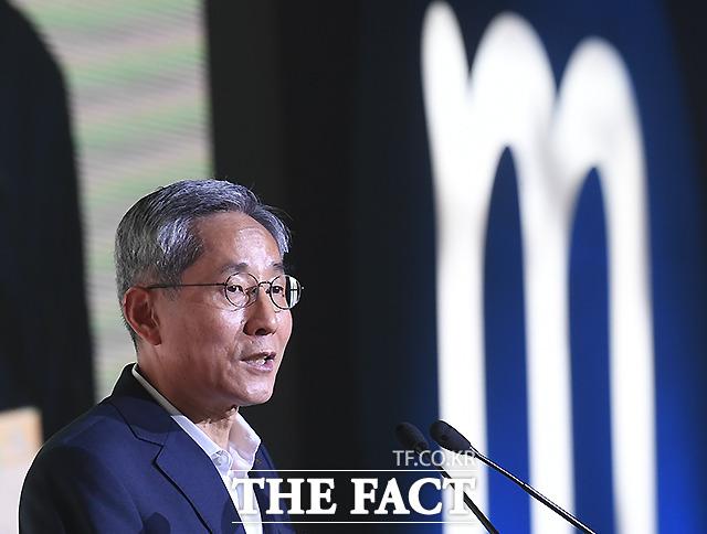 KB금융 '리딩뱅크' 이끈 윤종규 회장, 마지막 퍼즐..