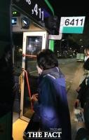 선거운동 마지막 날 '6411' 노회찬 버스 탄 박영선…의도는?
