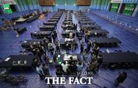 '4.7 재보궐 선거 D-1'...최종 점검으로 분주한 개표소 [TF사진관]