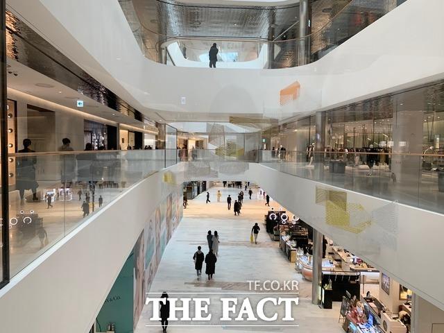 지난 2월 24일 프리오픈한 서울 최대 규모 백화점 더현대 서울의 내부 모습. /한예주 기자