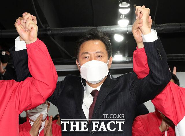박영선 후보가 37.%를 기록해 오세훈 후보는 21.3% 높은 표를 받을 것으로 예측됐다.