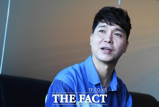 최근 방송인 박수홍(사진인 박수홍(사진) 씨는 30년 동안 자신의 수입을 횡령했다며 친형과 형수를 검찰에 고소했다. 사진은 2018년 9월 <더팩트>와 서울 마포구 사옥에서 인터뷰하는 모습. /배정한 기자