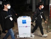 개표소 도착하는 서울시장 재보궐선거 투표함[TF사진관]