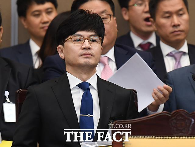 국회 법제사법위원회의 대검찰청에 대한 국정감사가 2019년 10월 17일 서울 서초구 대검찰청 청사에서 열린 가운데 한동훈 반부패부장이 의원들의 질의를 듣고 있다.