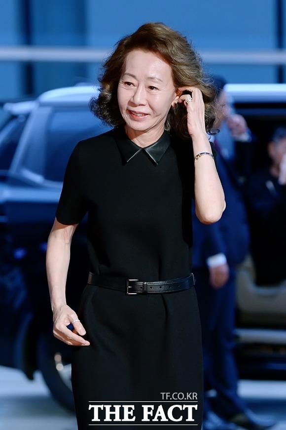 배우 윤여정이 오스카 전초전으로 불리는 미국 배우조합상(SAG)에서 여우조연상을 수상했다. /더팩트DB