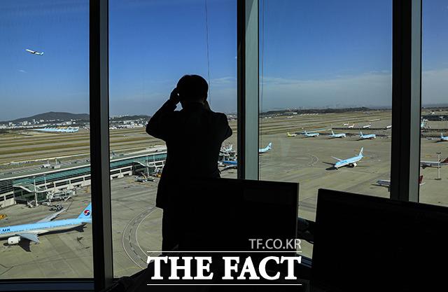 코로나 백신 접종이 지연되면서 항공사들이 자금 확보에 총력을 다하고 있다. /더팩트 DB