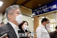 '묵묵부답' 법원 출석하는 최강욱 [포토]