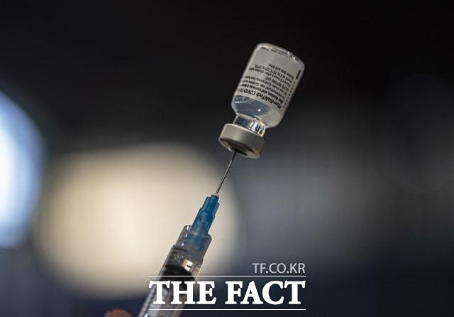 국내 신종 코로나바이러스 감염증(코로나19) 4차 유행이 사실상 시작된 가운데 10일 신규 확진자 수는 600명대 후반을 기록했다.