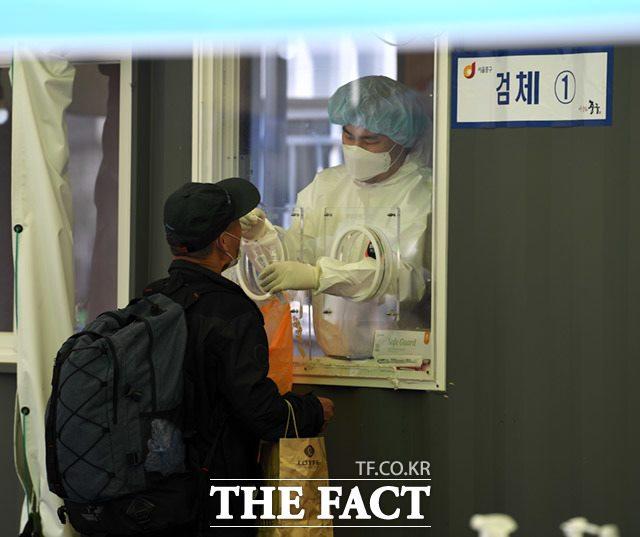 11일 질병관리청 중앙방역대책본부는 국내 신종 코로나바이러스 감염증(코로나19) 신규 확진자가 614명이라고 밝혔다. /임세준 기자