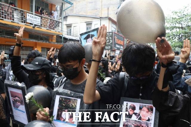 지난 5일 미얀마 양군에서 열린 민주화투쟁 희생자 추모집회./ MPA(미얀마 현지 사진기자 모임) 제공