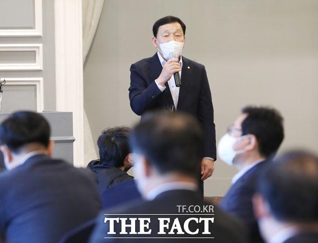 재선 의원 간담회에서 좌장 역할을 맡은 김철민 의원.