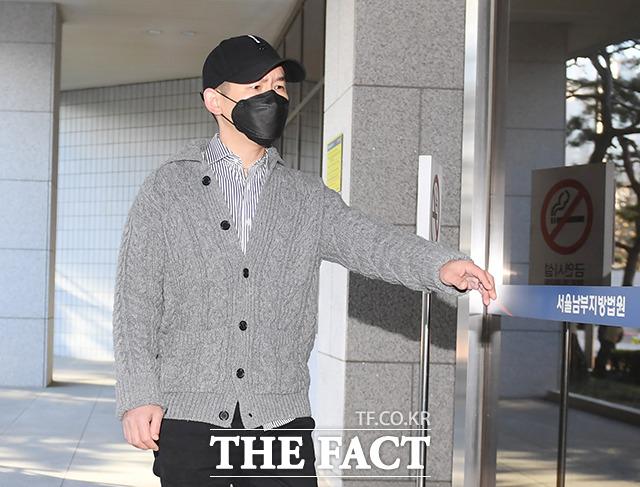 서울남부지법 형사4단독은 12일 오후 도박장소개설 혐의를 받는 코미디언 김형인과 최재욱의 4차 공판을 열었다. /배정한 기자