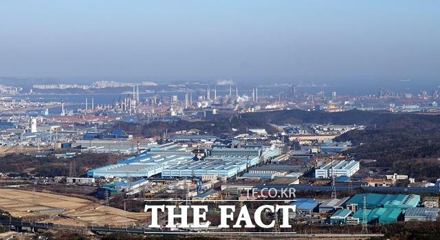 포항시가 철강공단에서 배출되는 유해대기오염물질로 인한 환경영향을 파악하기 위해 2019년 11월부터 지난달까지 17개월 간 대기환경영향조사를 실시했다. 사진은 철강공단 전경/포항=김달년기자