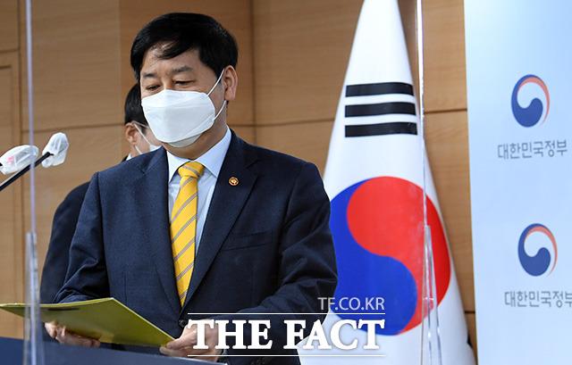 구윤철 국무조정실장이 13일 오전 서울 종로구 세종대로 정부서울청사에서 일본 정부의 후쿠시마 방사성 물질 오염수 배출과 관련해 정부입장을 발표하고 있다. /임영무 기자