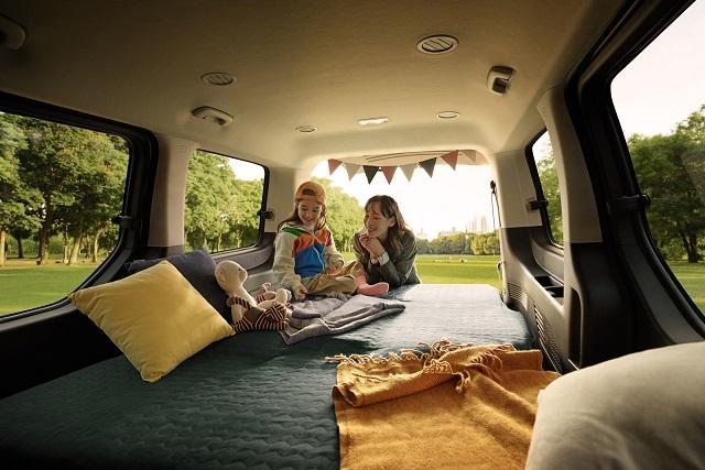 스타리아 투어러(9∙11인승)에는 2열부터 전좌석이 완전히 접히는 풀 플랫 시트를 적용, 차박이나 캠핑 등 야외활동에도 유용하도록 설계됐다. /현대차 제공