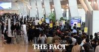 '4차 유행 문턱'…공항은 여행객들로 북적북적 [TF사진관]