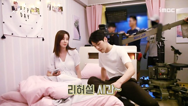 김정현은 서현과 2018년 MBC 드라마 시간에서 각각 남녀 주인공을 맡아 열연했다. /MBC 시간 메이킹 영상 캡처