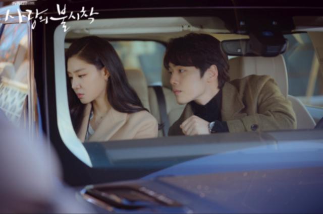김정현과 서지혜는 지난해 종영한 tvN 드라마 사랑의 불시착에서 호흡을 맞췄다. /tvN 제공