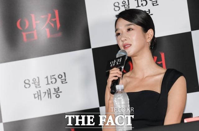 서예지가 2019년 8월 서울 용산구 CGV 아이파크몰점에서 열린 영화 암전의 언론시사회에 참석해 포즈를 취하고 있다. /더팩트 DB