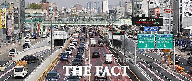 출퇴근 시간대에 약 32분 걸리던 신월IC~여의도 구간 통행시간이 8분으로 기존 32분에서 24분 단축될 것으로 전망된다.