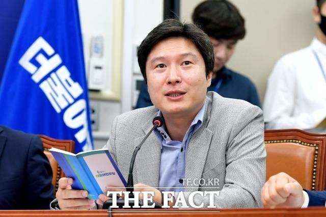 20대 국회에서 조금박해라 불렸던 김해영 전 의원, 조응천 의원은 이번에도 소수 의견을 냈다. 2020년 6월 12일 최고위에서 발언하는 김 전 의원. /이선화 기자