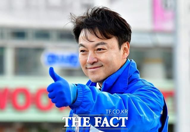 김봉현 전 스타모빌리티 회장으로부터 불법 정치자금을 수수한 혐의로 1심에서 징역형을 선고받은 이상호 전 더불어민주당 부산 사하을 지역위원장이 항소심에서도 혐의를 부인했다./이상호 위원장 페이스북