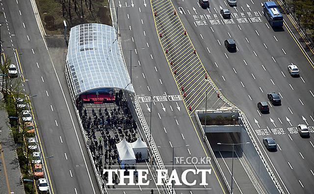 신월여의지하도로 개통식이 15일 여의도 전경련회관 앞 여의대로 방향 진출구에서 개최됐다.