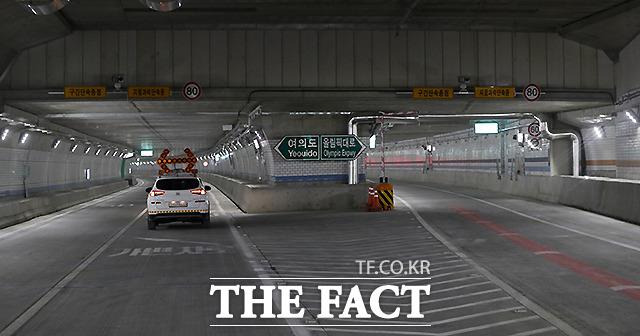 터널에는 주행 중 통행료가 자동 부과되는 스마트톨링(Smart tolling) 시스템과 터널 내부 공기 정화시설 및 1등급 방재시설 등이 도입됐다.